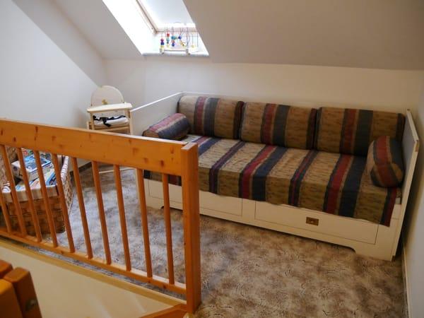 Ein Schlafplatz auf der oberen Galerie. Hier ist noch Platz für ein vorhandenes Babyreisebett.