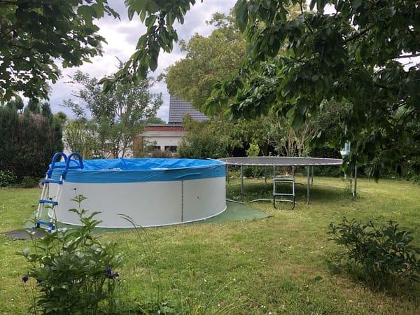 Pool und Trampolin