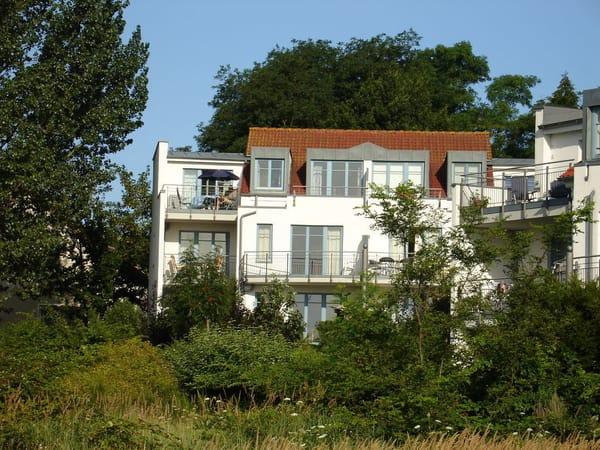 87 qm Komfortwohnung, 1. Stock, SO Hanglage mit Balkon und Loggia