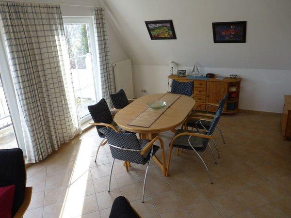 Essplatz im Wohnraum mit 6 Stühlen