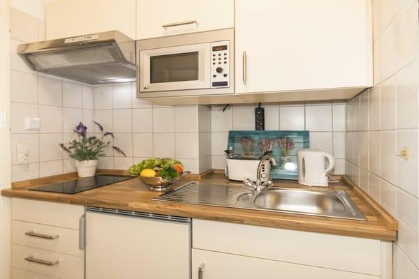 Villa See-Eck FeWo Erdgeschoss - Küchenzeile