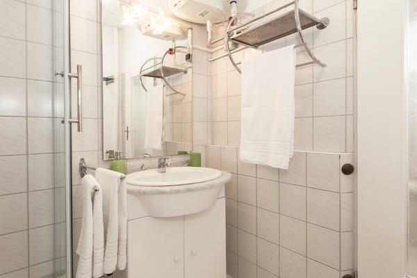 Villa See-Eck FeWo Erdgeschoss - Badezimmer