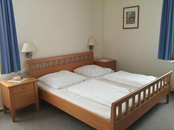 Schlafzimmer mit Doppelbett 180x200