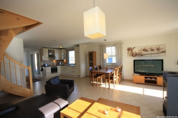 Wohn- /Essbereich mit Kamin und offener Küche