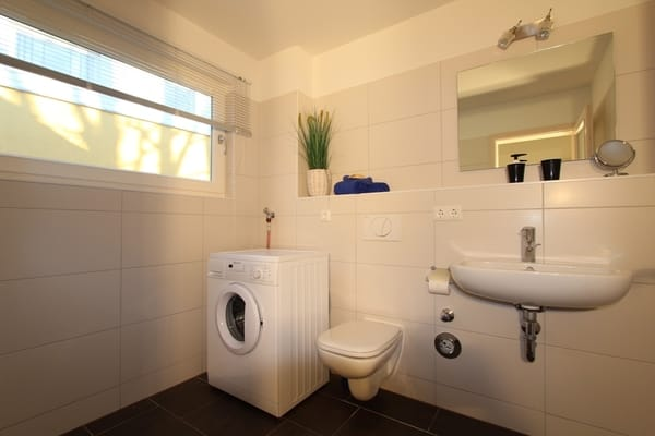 extra WC mit Waschmaschine