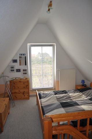 Das Schlafzimmer in der Galerie mit Doppelbett
