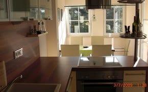 Küche mit Blick zum Essbereich