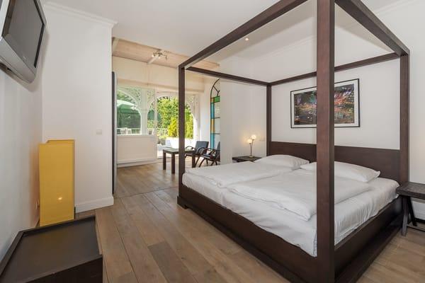 Schlafzimmer Richtung Pool