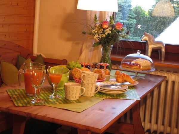 mit einem gemütlichen Frühstück den  Tag beginnen