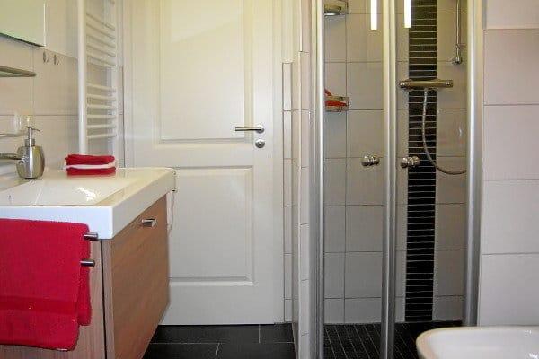 Bad mit Bidet und ebenerdiger Dusche