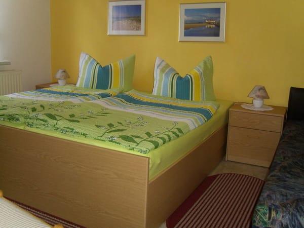 Schlafzimmer zur Parkseite.