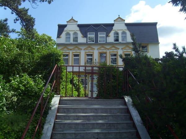 Aufgang zum Haus von der Lindenstraße