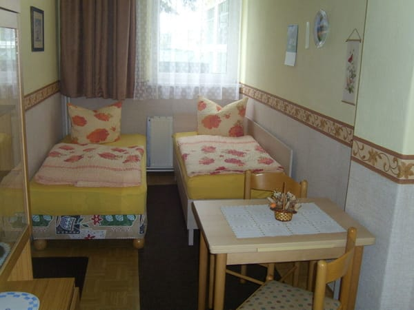 2. Schlafzimmer mit separatem WC