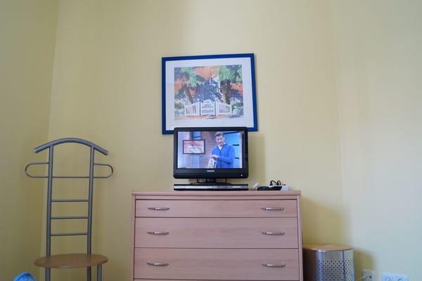 2. TV Gerät mit DVD Player im Schlafzimmer