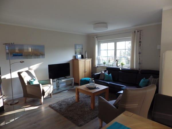 Gemütliche Sitzecke mit 2 Sesseln - Sofa mit Longchair