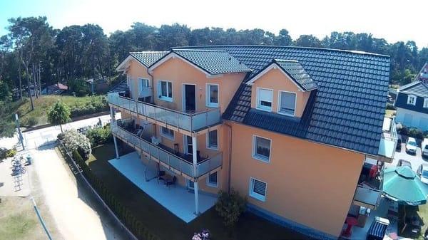 die gemühtliche Terrasse der Wohnung Seestern