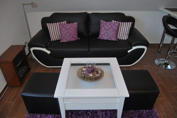 Wohnbereich mit gemütlicher Couch