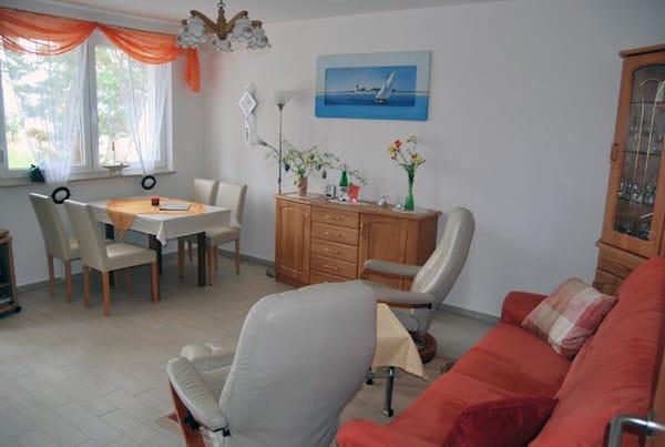 großzügiger Wohnbereich mit Essecke