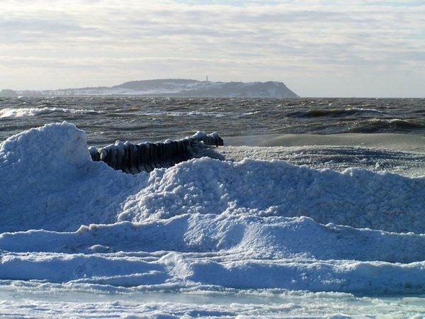Rügen im Winter - Blick von Dranske auf Hiddensee