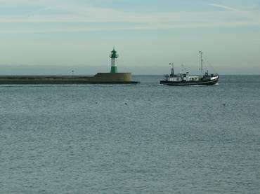 Hafenausfahrt Sassnitz mit Leuchtturm