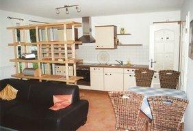 Wohnzimmer mit Essbereich und Küche im amerikanischen Stil