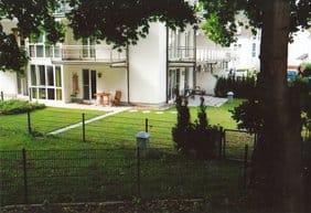 Garten mit beiden Sonnenterrassen