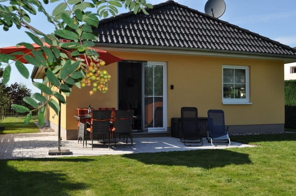 Unsere Terrasse, im grossen Garten, lädt zum relaxen und zu gemütlichen Grillabenden ein !