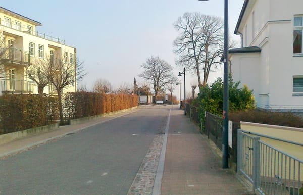 Vor dem Haus, Blick zu Prommenade