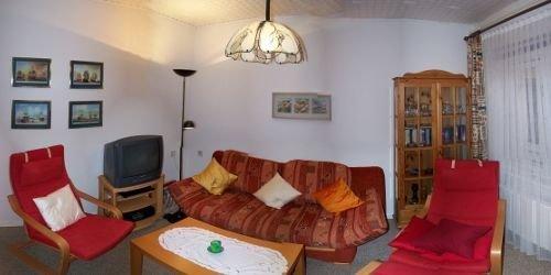 Wohnzimmer; Couch ausklappbar für 3. Person