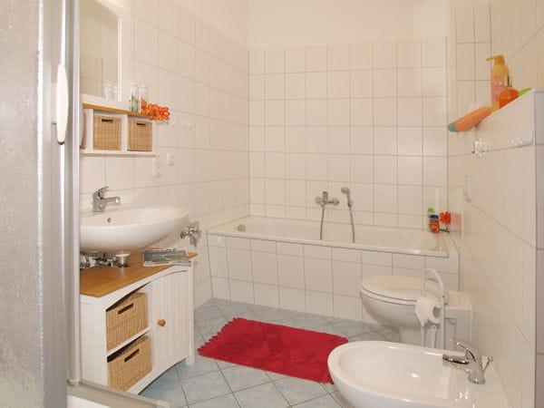 Dusch-/ Wannenbad ohne Fenster