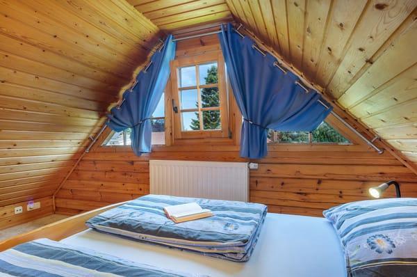 Schlafzimmer 2 mit Doppelbett.