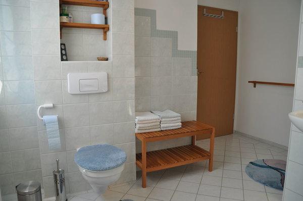 Geräumiges Badezimmer
