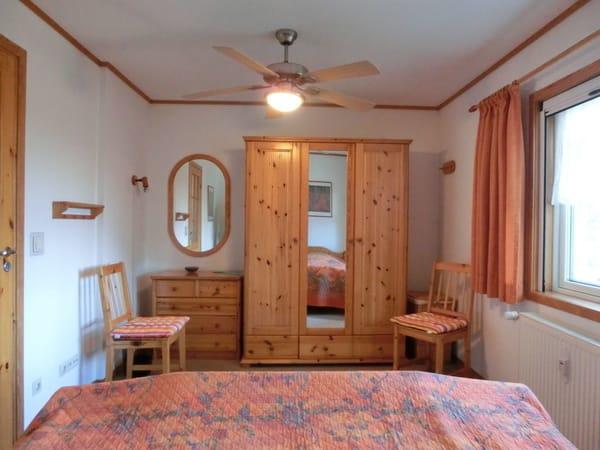 Schlafzimmer mit Doppelbett Ferienhaus Tabea