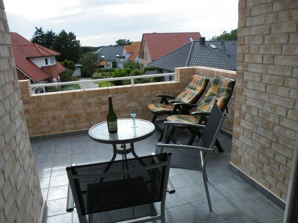 Balkon 12 m²,  halbüberdacht