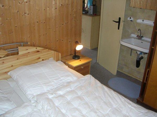 Doppelbett-Schlafzimmer