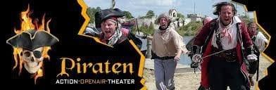 Erleben Sie das Piraten Openair in Grevesmühlen. Ab 24.06. bis 03.09. können Sie Capt´n Flints Begebnungen erleben. Dieses Spektakel ist für Klein und Groß immer wieder sehendswert.