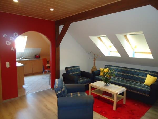 Die Fewo ist modern und stilvoll eingerichtet. Bietet Platz für die ganze Familie.
