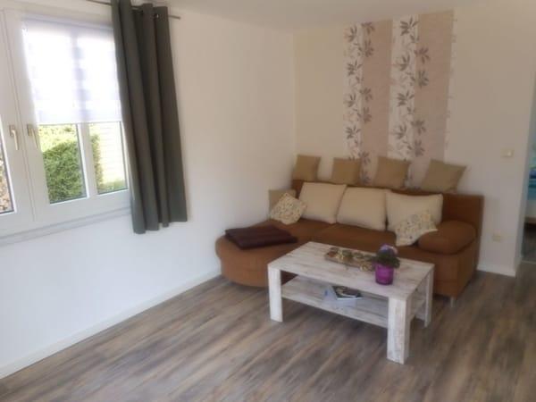 Wohnzimmer (couch zum ausziehen )