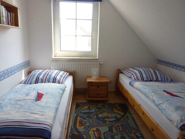ein Schlafzimmer mit 2 Einzelbetten