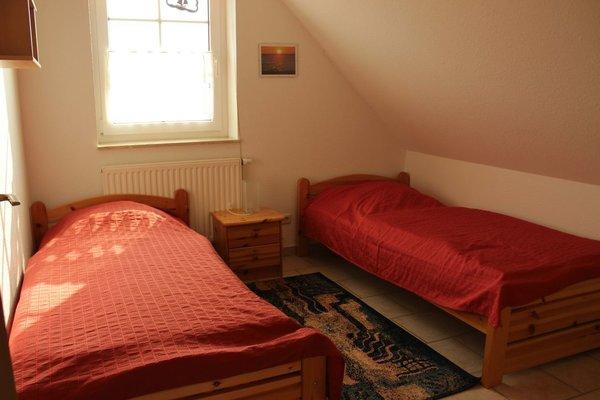 ein Zimmer mit 2 Einzelbetten