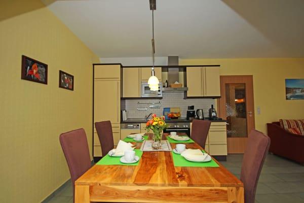 Essplatz mit Küchenzeile