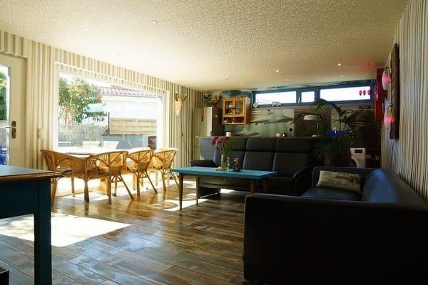 Wohnküche mit Terrasse und Garten
