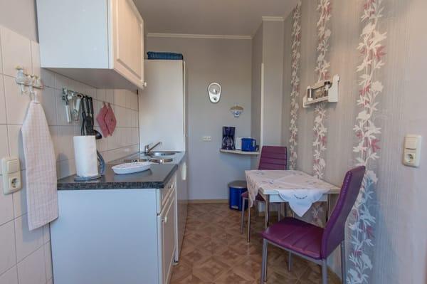 Küche ( Mikrowelle, 2 Kochplatten, Wasserkocher, Kaffeemaschine )
