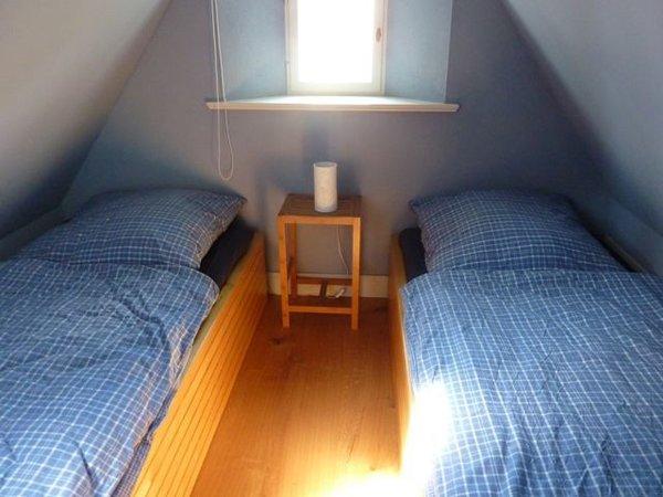 zwei Betten im Spitzboden