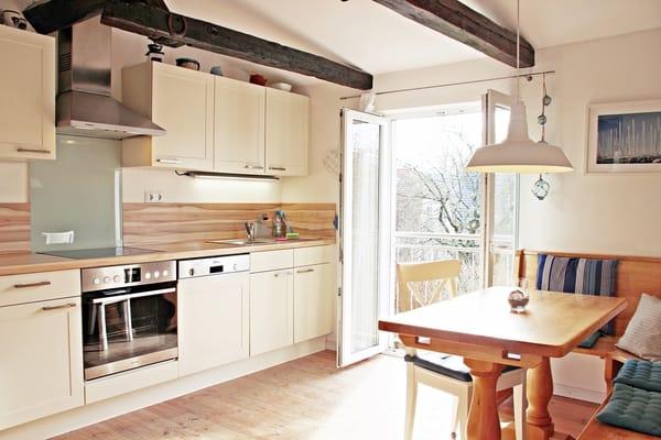 Gemütliche Wohnküche mit Ausblick
