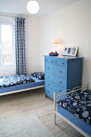 Das kleinere der beiden Schlafzimmer mit zwei Einzelbetten