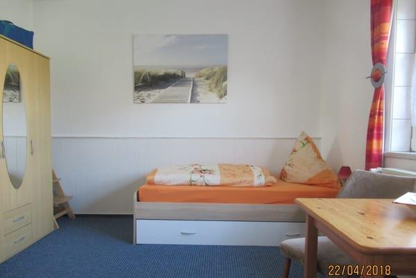 2. Schlafzimmer - 2Einzelbetten + Rollbett