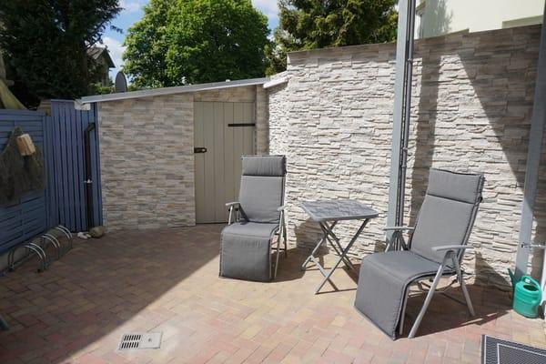 Sitzecke Innenhof, zusätzliche kleine Terasse vor dem Haus( Bild folgt in Kürze)