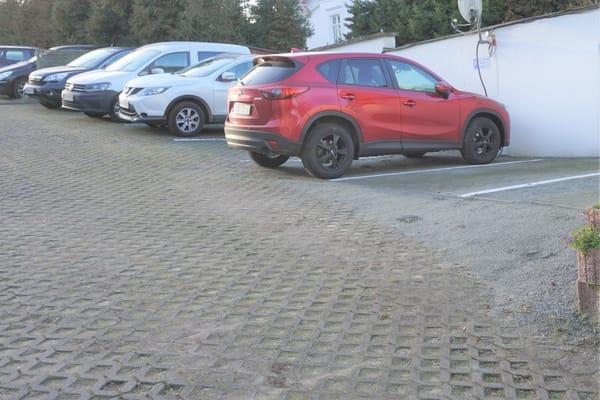kostenloser Parkplatz am Haus