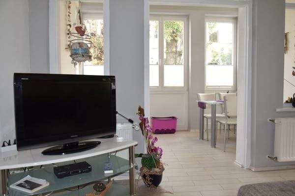 Wohnzimmer mit offener Veranda